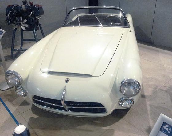 W madryckiej fabryce Pegaso produkowało m.in.takpiękne samochody, jak sportowy Pegaso Spider Z-104 z1954 r. (fot.D. Piernikarski)