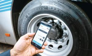 O bezpieczeństwie decyduje też informacja – kierowca ma dostęp np.do monitoringu ciśnienia wkołach (fot.Tyrepress)
