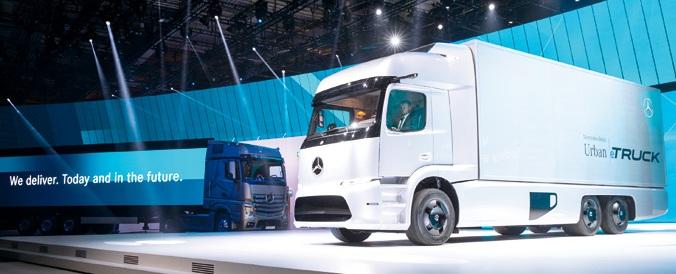 Przyszła mobilność elektryczna według Daimlera – elektryczna ciężarówka dystrybucyjna Mercedes-Benz orazFuso eCanter (fot.VDA)