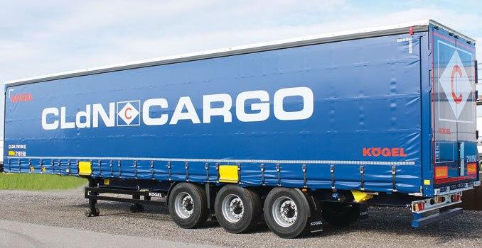Naczepa Kögel Cargo Rail RoRo stanowiła część większego zamówienia złożonego przezholenderskiego przewoźnika (firma CLdN Cargo) iwtejspecyfikacji płyta ślizgowa orazpłyta podsprzęgiem miały grubość 10mm, zamontowano 4 pary pierścieni mocujących onośności do10 t, wprowadzono 2 zawory doobsługi instalacji pneumatycznej (fot.Kögel Trailers)
