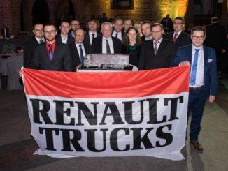 Ekipa Polsad obecna na uroczystości wręczenia nagrody, przedstawiciele zarówno zarządu Polsad, serwisów jak i działu sprzedaży pojazdów Renault Trucks (fot. Renault Trucks)
