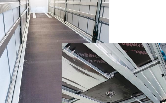 Klejona podłoga jest równa ima nośność do7,5 t nacisku naoś wózka widłowego, co ułatwia załadunek. Brak połączeń śrubowych podnosi jej trwałość. Elastyczny klej polimerowy nanoszony naodpowiednie powierzchnie kontaktu paneli podłogi zramą jest odporny nadziałanie agresywnych czynników zewnętrznych, wtym promieni UV (fot.Schmitz Cargobull)