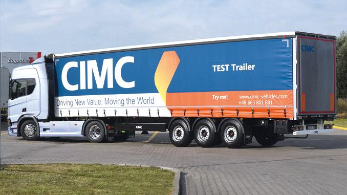 """CIMC Vehicles, czyli zajmująca się produkcją naczep część chińskiej Grupy CIMC (International Marine Container), jest globalnym liderem rankingu produkcji naczep z wynikiem 100 300 jednostek wyprodukowanych w 2015 r. Firma działa bardzo agresywnie i dynamicznie w różnych regionach, uruchamiając swoje miejsca produkcji w różnych częściach świata. Celem CIMC Vehicles jest zakłócenie istniejącego status quo na bardzo zróżnicowanym rynku masowym przez wyprzedzenie dawno ustalonej grupy wolno reagujących molochów – tak o zamiarach firmy mówił David Li, menedżer generalny CIMC Vehicles, w wywiadzie udzielonym magazynowi """"Global Trailer"""" we wrześniu 2016r. (fot. CIMC)"""