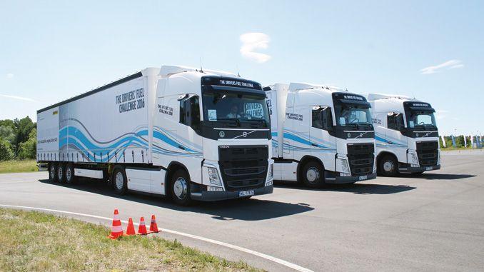 Do dyspozycji uczestników oddano zestawy konkursowe: Volvo FH 4×2 500 KM Medium zeskrzynią biegów I-Shift oraznaczepą plandekową Wielton omasie całkowitej 37 t (fot.K. Biskupska)